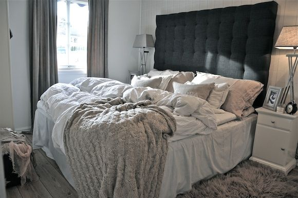 1000+ ideas about Black Headboard on Pinterest  Vaulted ceiling ...