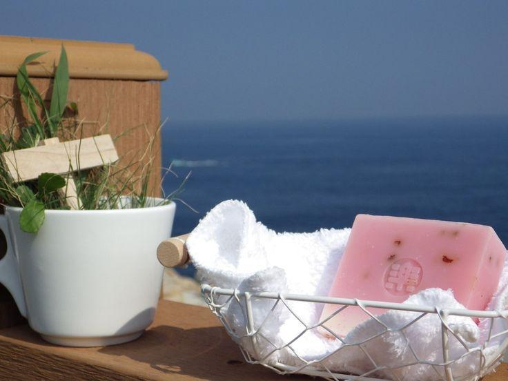 Såpekurs Lær å lage naturlig såpe er et nybegynnerkurs. Det passer også for deg som har prøvd før, men trenger et dytt for å komme i gang på ordentlig.