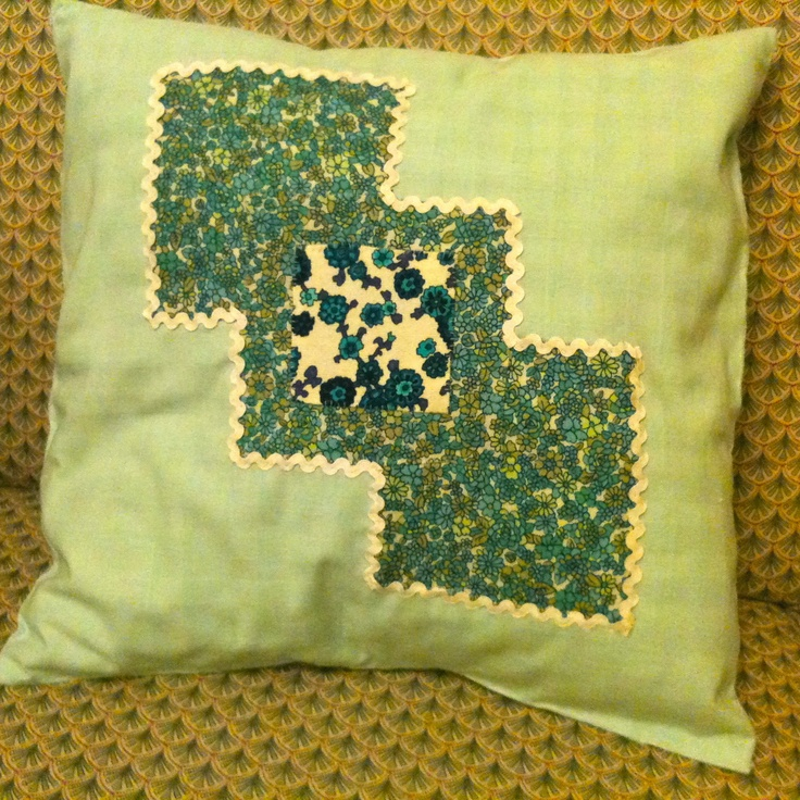 Cushion cover i sewed when i got sick of the original cover so now i can choose. Also attempting to make a matching one to go with it