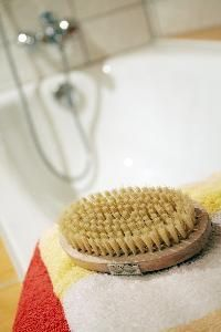 How to Tighten Skin With Dry Brushing, good for mommies with loose belly skin and also works for cellulite.