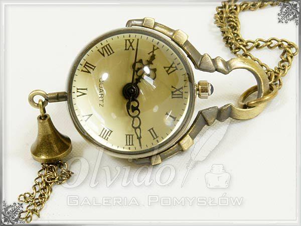 Zegarek na wisiorku, szklana kula z mechanizmem