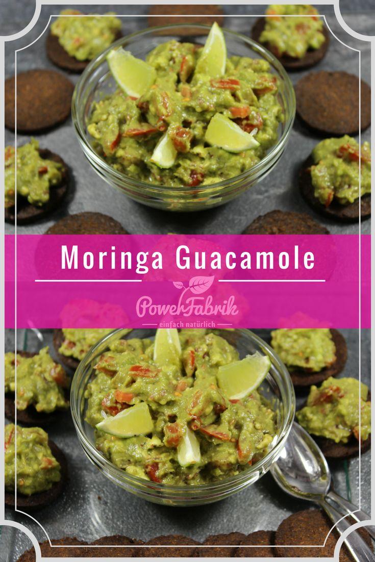 Moringa Guacamole Rezept. Ein super schneller selfmade Dip für tolle Partyabende. Avocado kombiniert mit Bio Moringa Pulver und gesundem Koriander.