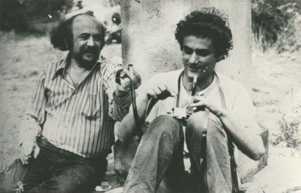 Bódy Gábor filmrendező élete és halála ma is sokakat foglalkoztat. Barátai, tisztelői, szerettei közül sokan nem hiszik el, hogy a nagyszerű művész, aki tele volt tervekkel, s aki katolikus volt, öngyilkos lett. Bódynak nemsokára retrospektív életmű-kiállítása nyílik Berlinben és Karls