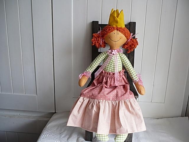 Princezna Princezna je dlouhá asi 44cm.Plněná je dutým vláknem.