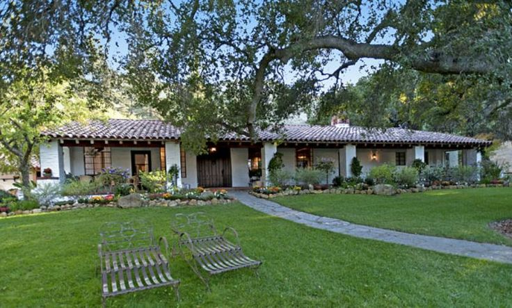 spanish hacienda style ranch that meryl streep owned in. Black Bedroom Furniture Sets. Home Design Ideas