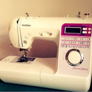 Great news: I finally bought a new sewing machine and I just can't stop smiling! So let me introduce you to my new bff ;) I'm a self-taught sewer and my first sewing machine was a basic beginners mach
