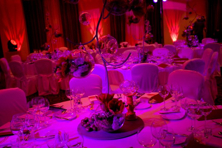 Red passion wedding reception, Poland. Create by artsize.pl