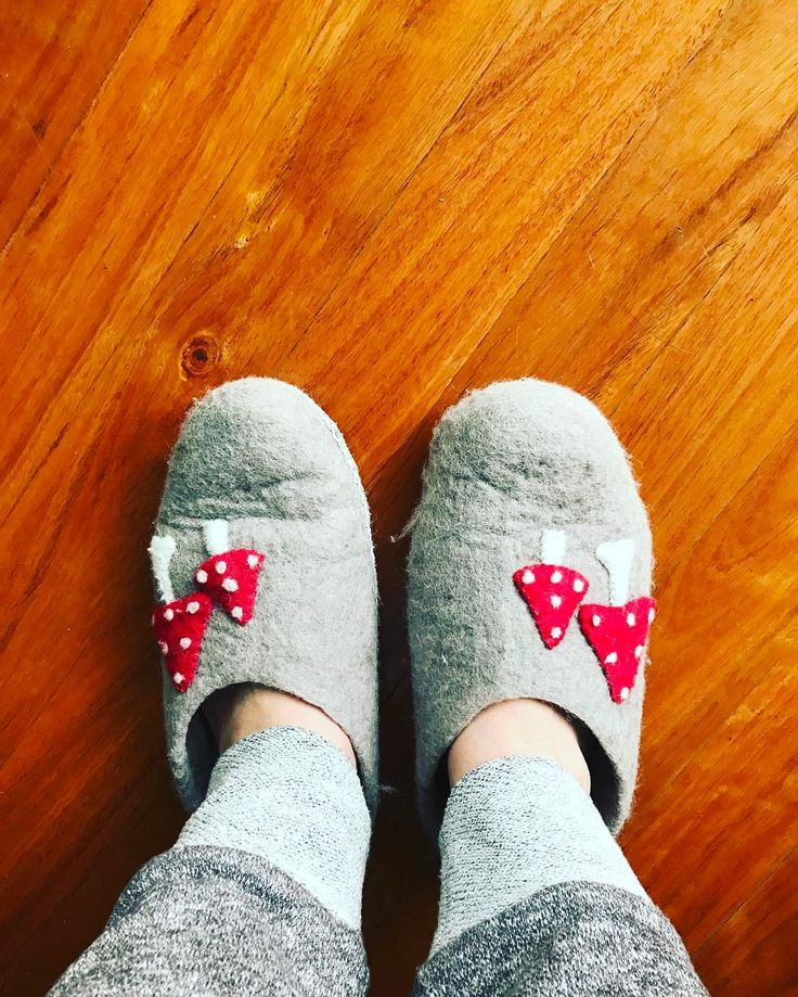 Chilly Sunday: The slippers are on as I spend the morning working on 'Conversations with Karen' my new webinar series to help you on your LinkedIn and business journey. Sundays are normally family day but the cherubs and Mr H are farewelling the in-laws (who are boarding a cruise ship) and there's no room for me in the car!  If you'd like to know more about this webinar series please click on the link in the bio for the latest updates. #linkedin #conversations #learnlinkedin #business #B2B…