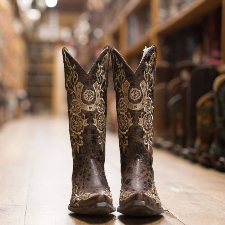 These Old Gringo boots are a must have! Love the horseshoe stitching.