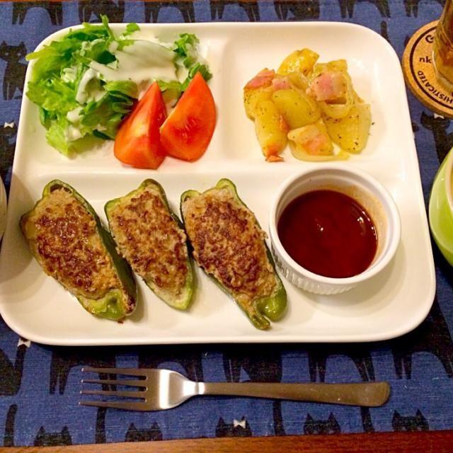 ノーマルなピーマンの肉詰め(・v・)ノ ウスターソースとケチャップソースで❤️ - 17件のもぐもぐ - ピーマンの肉詰め ジャーマンポテト コーンスープ by hasese
