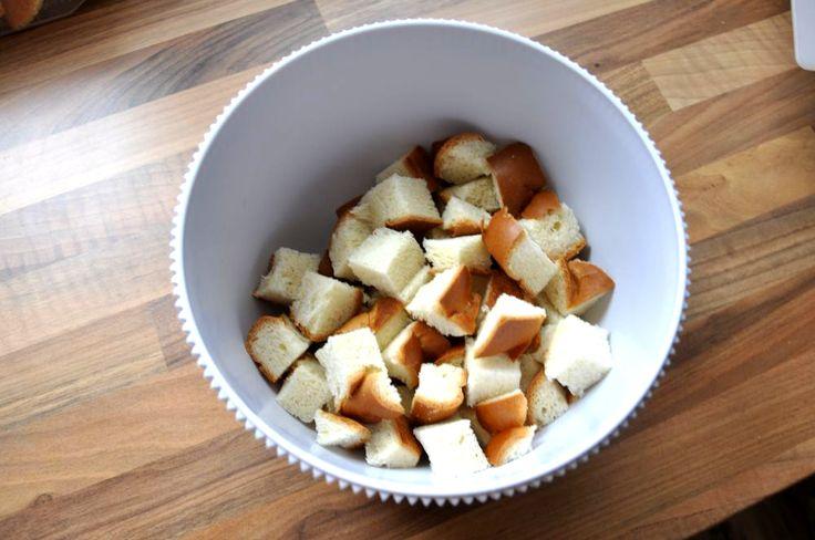 Przepis na budyń w wydaniu kołaczowym z pomarańczami i figami (bez dodatku mleka): Pomarańcze z figami tworzą w tym deserze świetny duet. Mleko krowie zastępujemy mlekiem migdałowym, tym samym dajemy możliwość skosztowania go osobom na diecie bez laktozowej. Oczywiście przepis na ten świetny budyń w wydaniu kołaczowym można przyrządzić również z użyciem klasycznych składników! ;)