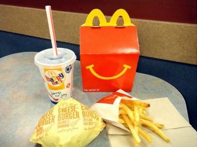 Diez hechos inquietantes sobre la 'Cajita Feliz' de McDonald's