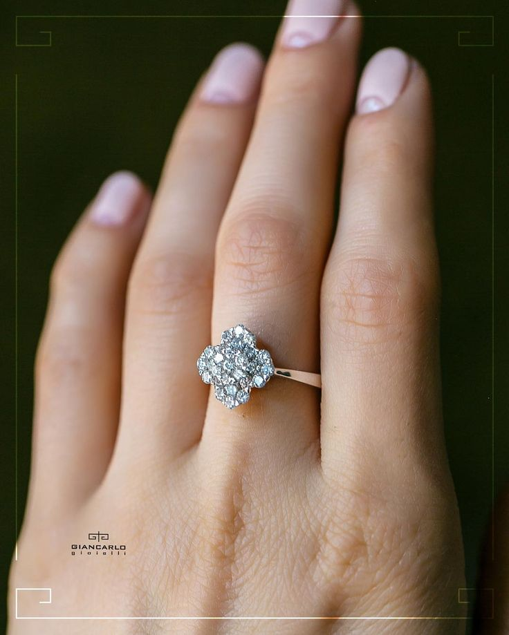 Дарите любимым подарки! Это изящное кольцо щедро усыпанное бриллиантами достойно того чтобы украсить пальчик вашей возлюбленной! Такое кольцо всегда будет являться эталоном стиля и грации!  Белое золото 364 грамм проба - 750  Бриллианты - 142 карат /27 шт.  #jewelry #diamonds #rings #women #giancarlogioielli #vscogood #vscobaku #vscocam #vscobaku #vscoazerbaijan #instadaily #bakupeople #bakulife #instabaku #instaaz #azeripeople #aztagram #Baku #Azerbaijan