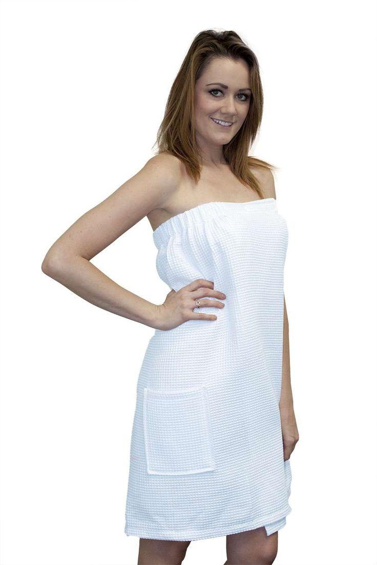 Best 25 spa uniform ideas on pinterest beauty salon for Spa uniform blue