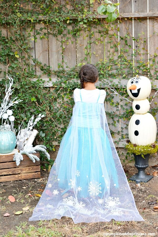 DIY Elsa Costume--it's AMAZING...and HELLO! love that olaf pumpkin in the background!!!