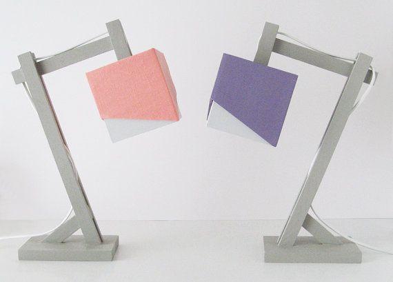 Lampe de bureau en bois en gris et en violet par EllensAlley