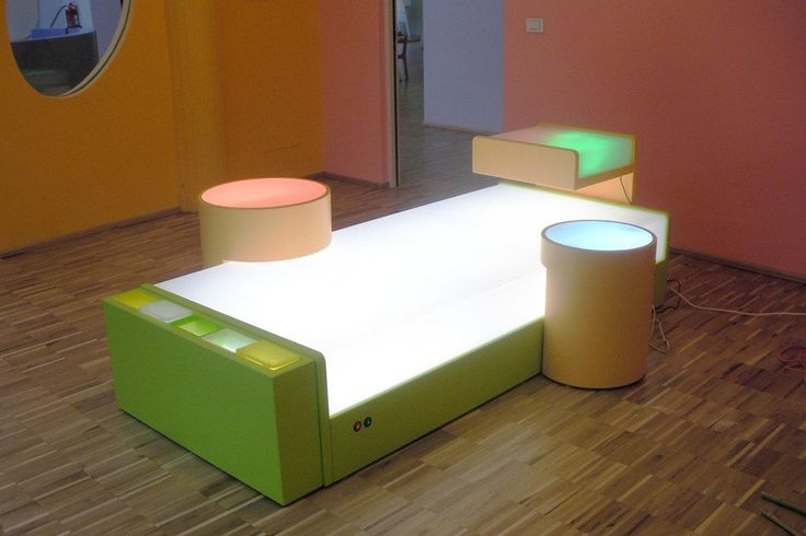 Lightbox Platform. Detachable lightbox work stations with opal layered safety glass, LED lighting and rechargeable battery.  Perspex top with daylight neon tube lighting in the platform.    Each work station has coloured filters operated by 2 simple switches to create multiple coloured light combinations.    Also available as platform only, without workstations