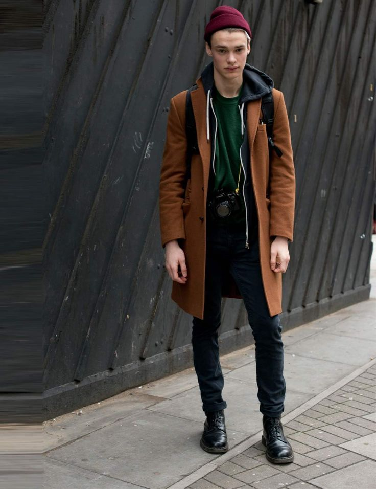 A great example of what guys can wear while visiting London. Warm and cosy London street style for men