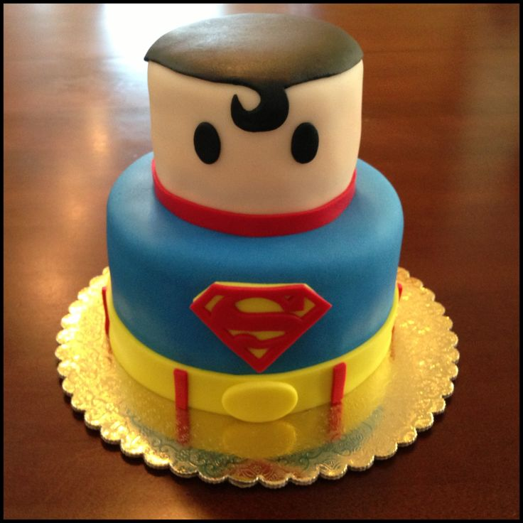 Mini Superman cake by www.amberslittlecupcakery.com