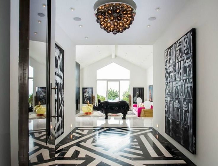 This Beverly Hills home belongs to Gwen Stefani and it really reminds a lot of its owner