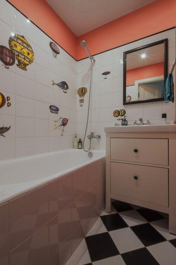 Минимальная перепланировка, жизнерадостные цвета отделки стен и декор из разных стран мира – этот интерьер двухкомнатной квартиры Кати Чистовой вам точно захочется повторить