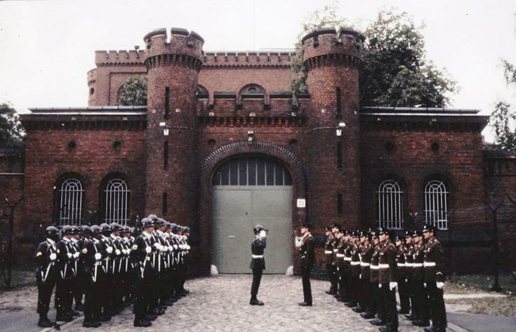 Kriegsverbrechergefängnis Spandau - Wachablösung -
