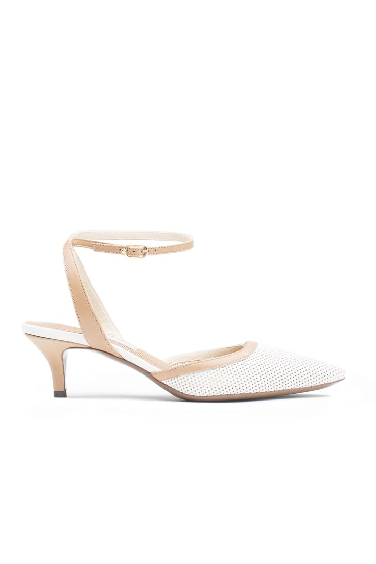 Pointy shoes with mid heels. #lautrechose #midheels #cream #officestyle #workwardrobe #ss15 #workstyle #fashion #shoes #pointyshoes