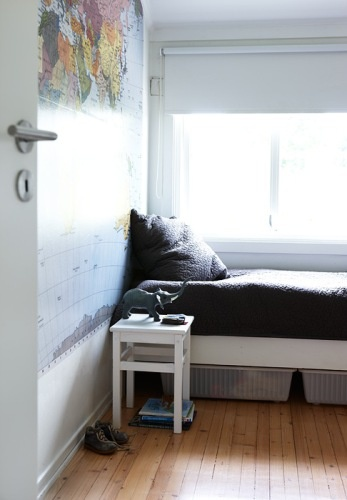 Simple kids bedroom. Love the wall map.