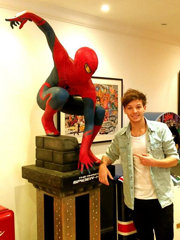 Louis Tomlinson and spidy??!!!
