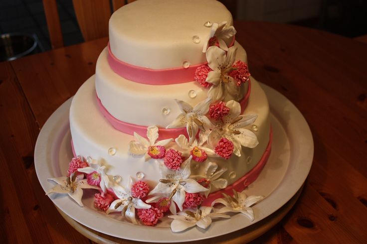 Wedding cake to celebrate young love.