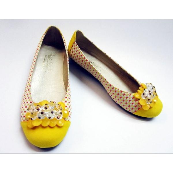 Hermosas baletas amarillas apenas para descansar el fin de semana y combinarlas con unos jeans y un sueter. Encuéntralas en conesenciademujer.com