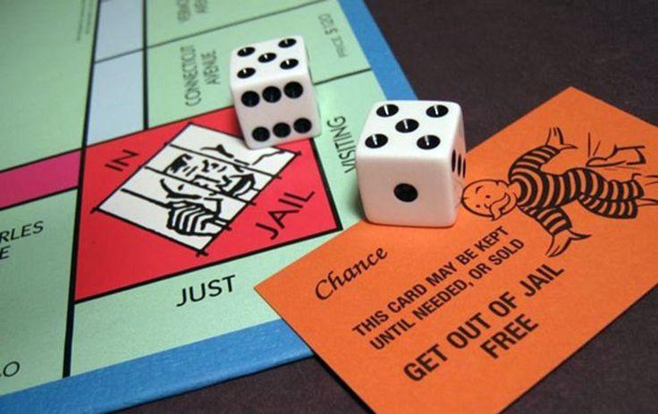 Задержанный показал полиции карточку выхода из тюрьмы из игры Монополия — Smehu.com