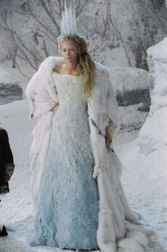 Snow Queen.... Hmm. Themed shoot based off the white witch from narnia. I like I like I like!