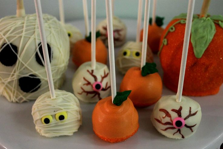 Halloween cake pops! #halloween #cakepops #mummies #apples #ghosts #scary #party #celebrate #holiday #pumpkin #eyeball #eye #spooky #yummy