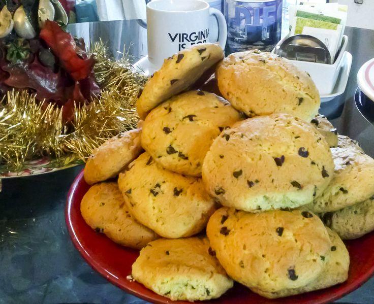 """Quando ho fatto questi #biscotti l' ultima volta un amico mi ha detto """"confessa hai raddoppiato le dosi x sbaglio""""!..invece no, questi #cookies allo #zafferano e #goccedicioccolato sono DAVVERO ENORMI! Ricetta sul blog!! http://www.kitchengirl.it/piccole-chicche/maxi-cookies-allo-zafferano-e-gocce-di-cioccolato/ #ricetta #cucina #cookies"""