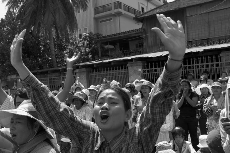 CAMBODIA. Phnom Penh. 29/11/2011: Boeung Kak lake residents showing their support in front of the Municipal Court to four of their representatives who were arrested the previous day and who will be released later that day but remain under Court supervision.