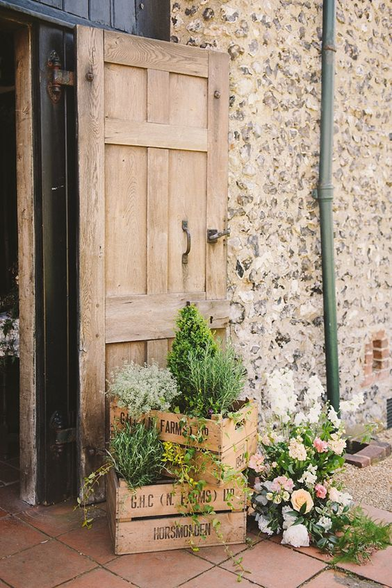 English Country Potted Plants Wedding Decor Ideas / http://www.himisspuff.com/potted-plants-wedding-decor-ideas/5/