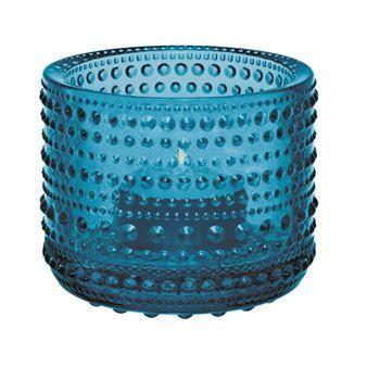 Den omtyckta Kastehelmi ljuslyktan kommer från finska Iittala och designades av…