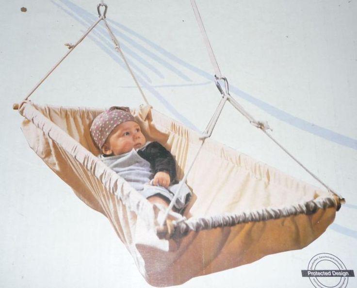 Die Kleinkindschaukel Bambi ist immer in leichter Bewegung und hilft somit bei der Beruhigung des Kindes und ist dadurch besobders für kurze Schlafphasen sehr gut geeignet. Eine wunderbare Schaukel, die uns viel Freude bereitet hat. Der Stoff ist aus 100% Baumwolle und waschbar bei 30°.  Kein Versand.Der Artikel ist gebraucht und befindet sich in gutem Zustand.Da Privatabgebot, gibt es leider keinen Umtausch und keine Gewährleistung/Garantie.