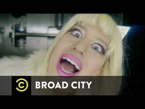 Broad City - Eight F**king Thousand Dollars - YouTube