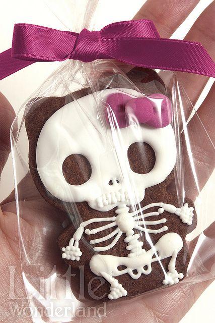 Halloween Hello Kitty / Goodbye Kitty cookies www.littlewonderland.es, via Flickr