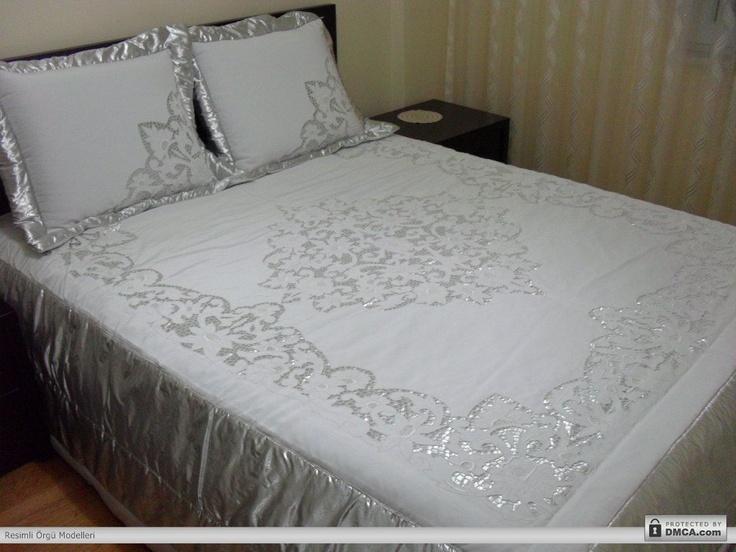 Beyaz iş yatak örtüleri