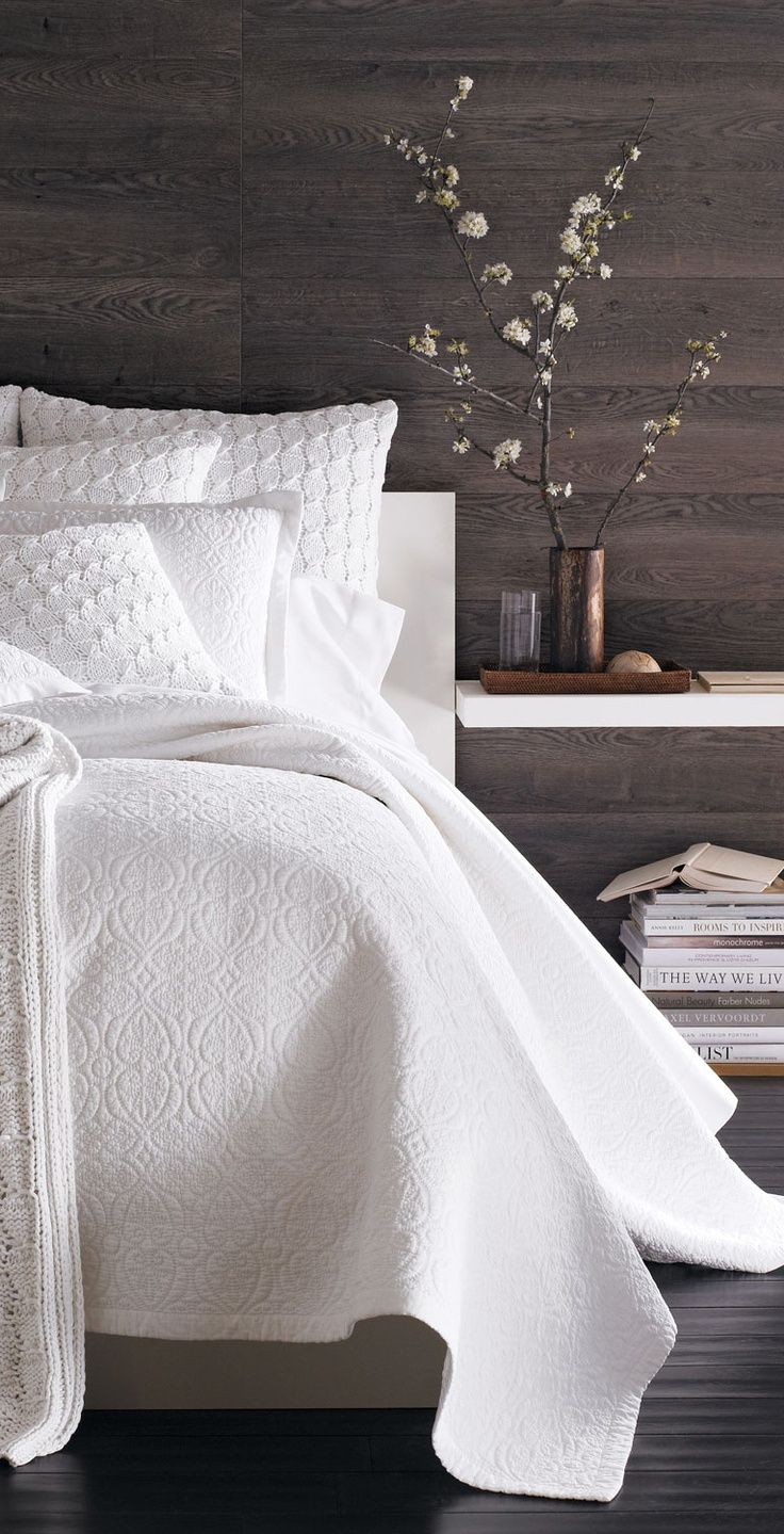 299207968966982019 Great contrast between the clean and rustic looks, love this bedroom wall