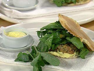 Hamburguesas de cordero, espinacas, queso feta y menta