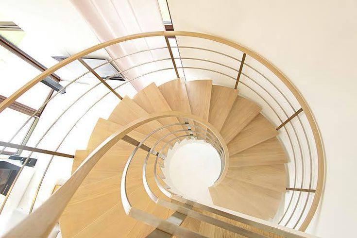 Nowoczesne schody w pokoju dziennym 1