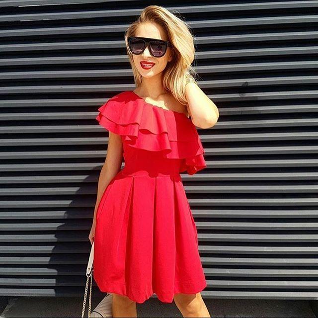 @karolina.banas  w naszej czerwonej sukience z falbaną❤️❤️❤️Prawda, że hot!? Przypominamy, że rabat trwa! 20% na hasło: szokrabat #ootd #wwwmosquitopl #onlinestore #shoppingtime #onlineshopping #style #stylizacja #summer #sukienka #sukienkamosquito #sukienkanawakacje #sukienkazfalbanka #czerwonasukienka #fashion #madeinpoland