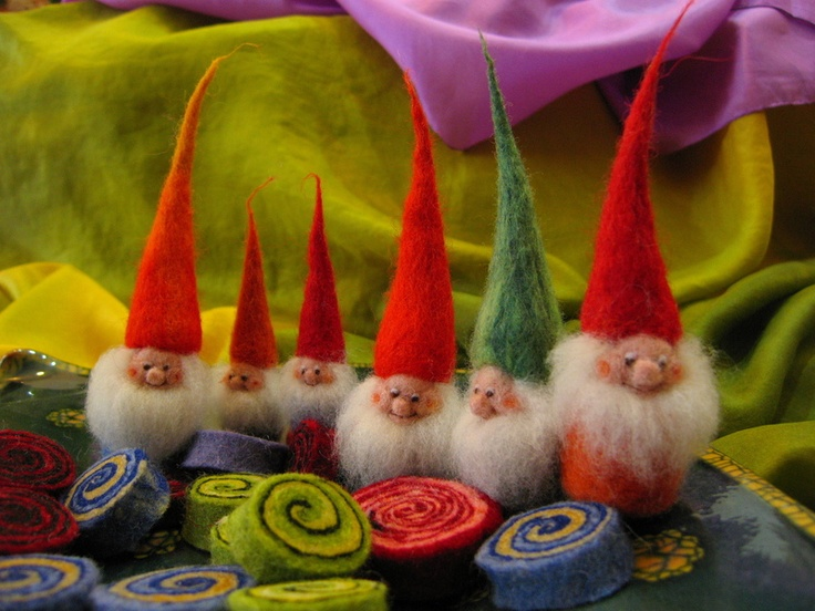 i want to own these cute gnomes/ elves! (I may have to learn to felt in order to do so)