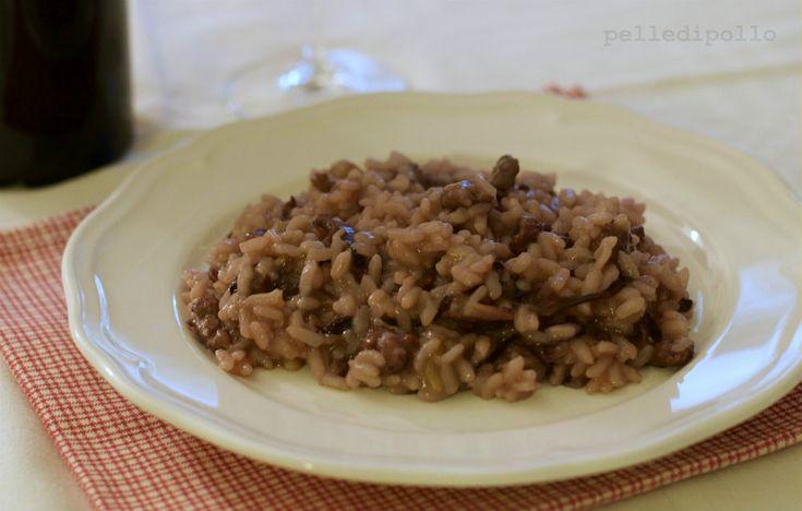 Gustoso e semplice risotto al sangiovese, con salsiccia e radicchio rosso.