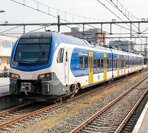 NS Flirt3 2501 tijdens testbedrijf te Eindhoven, 14 april 2016. #Flirt3 #stadler #eindhoven #nederlandsespoorwegen #railwayculture #eisenbahnfotografie #eisenbahnervomherzen #eisenbahnbilder #rsa_theyards #trb_express #trainstagram #train_nerds #eos70d #canon70d