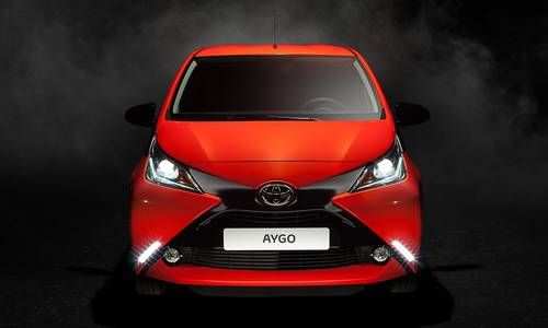 #Toyota #Aygo. La micro avec la calandre spectaculaire en X,  look joueur et incroyable toit à double bossage.